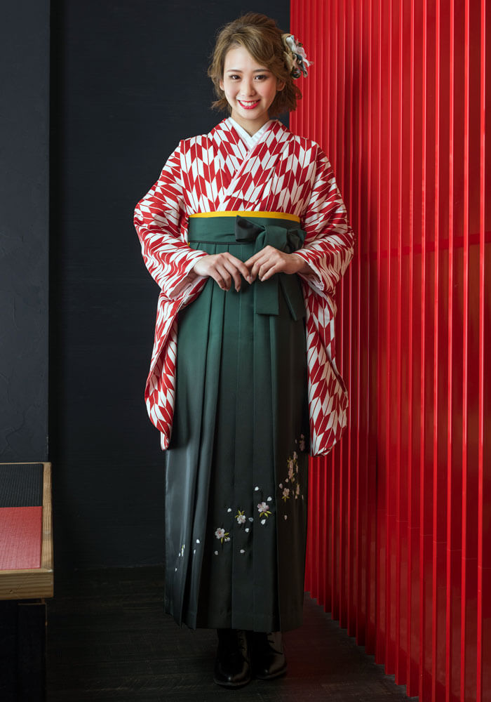 着物:赤矢がすり+袴:フカミドリボカシシシュウ