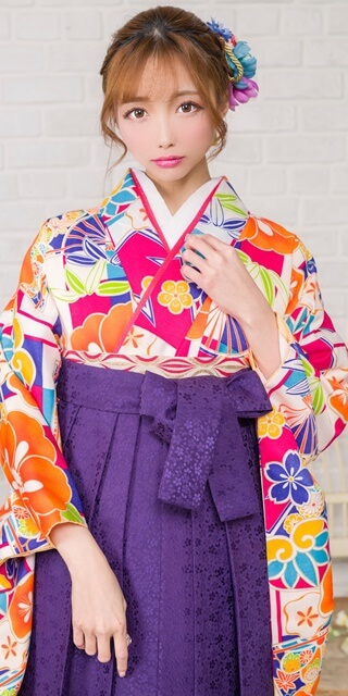 着物:白地市松に椿と扇