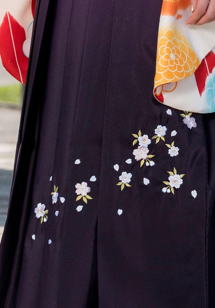 桜の刺繍が入った紫の宅配レンタル袴です