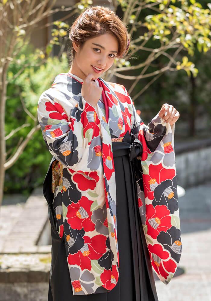 ネットレンタルで人気の椿柄の袴