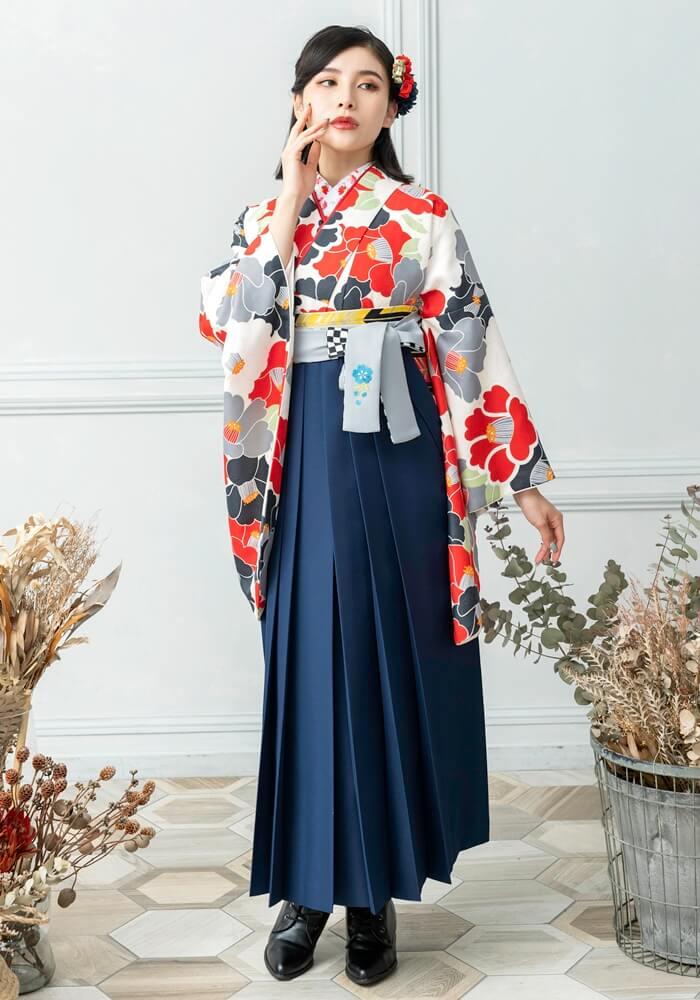 【着物】黒×赤椿+【袴】コン紐格子サクラ刺繍