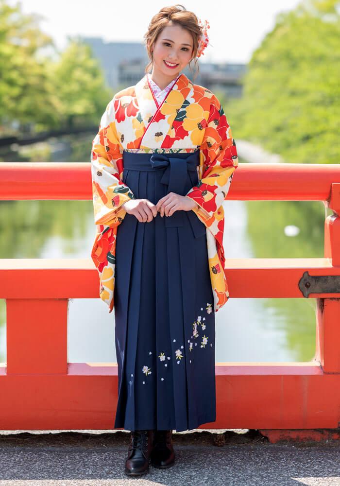 レンタル着物:オレンジ×赤椿+レンタル袴:コンシシュウのコーディネート。