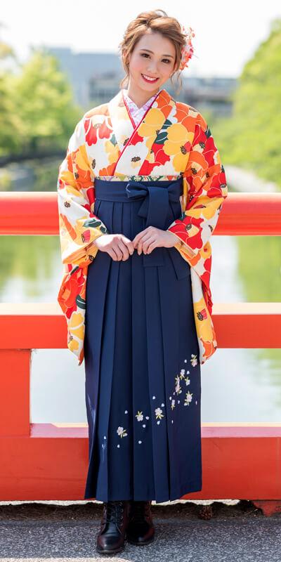 着物:オレンジ×赤椿と袴:コンシシュウ