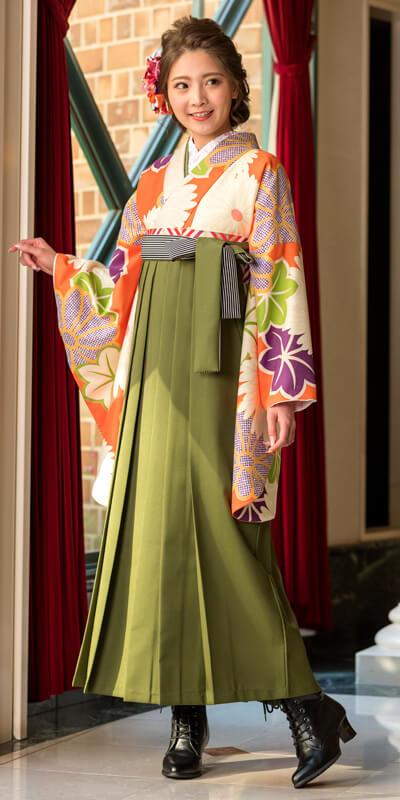 着物:オレンジ菊紅葉/袴:抹茶ひも縞
