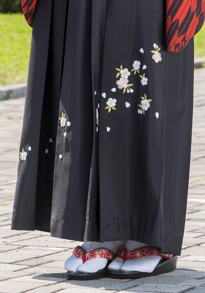 桜の刺繍が入ったネットレンタル袴