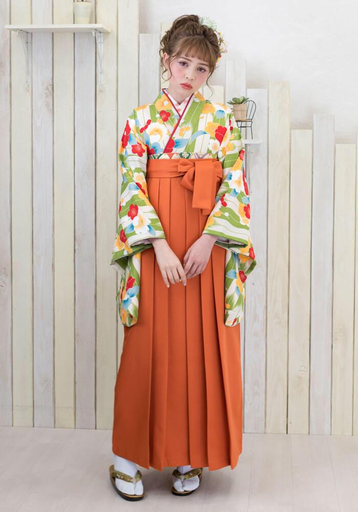 着物:緑白矢がすり梅と牡丹と袴:オレンジ