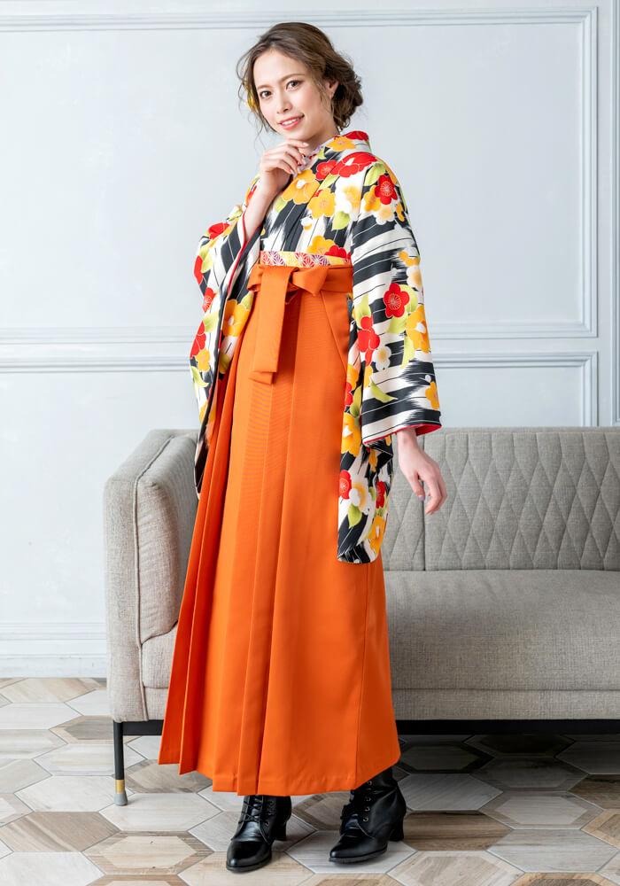オレンジ色のレンタル袴