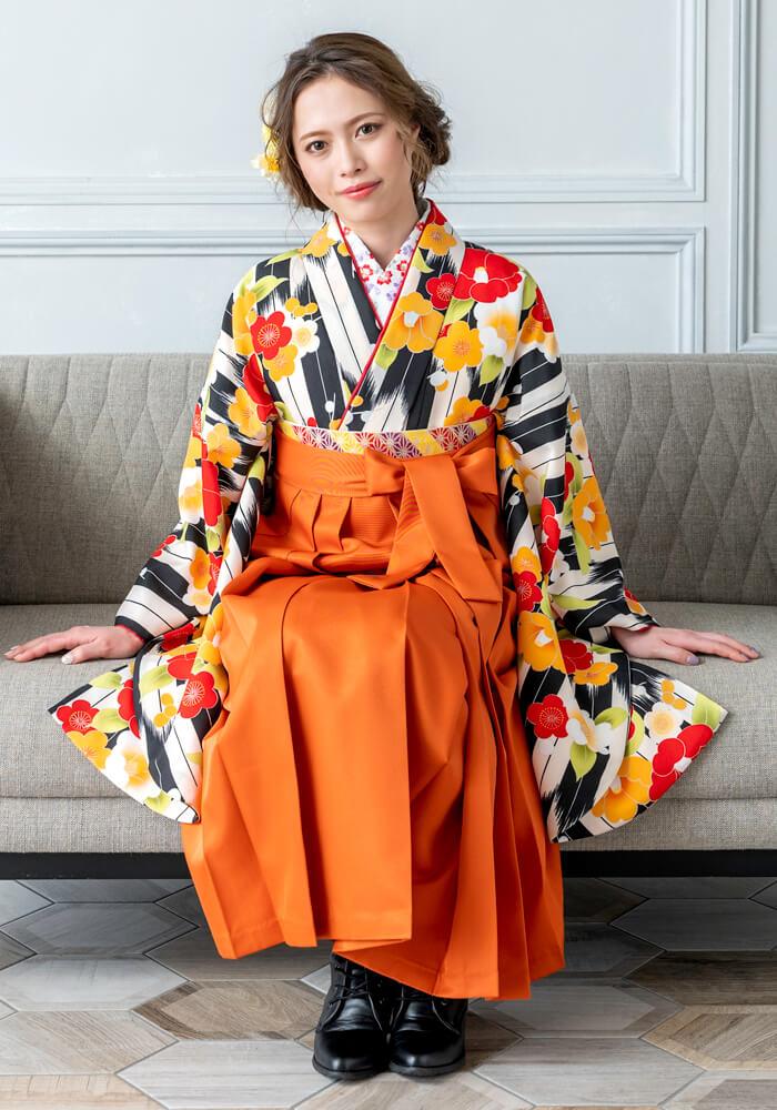黒とオレンジのネットレンタル袴