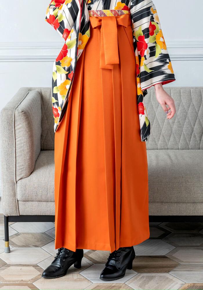 オレンジ色のネットレンタル袴