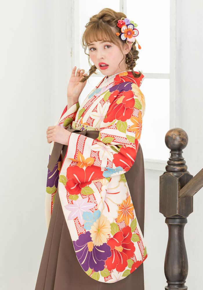 レトロモダンで柔らかい雰囲気の卒業式袴
