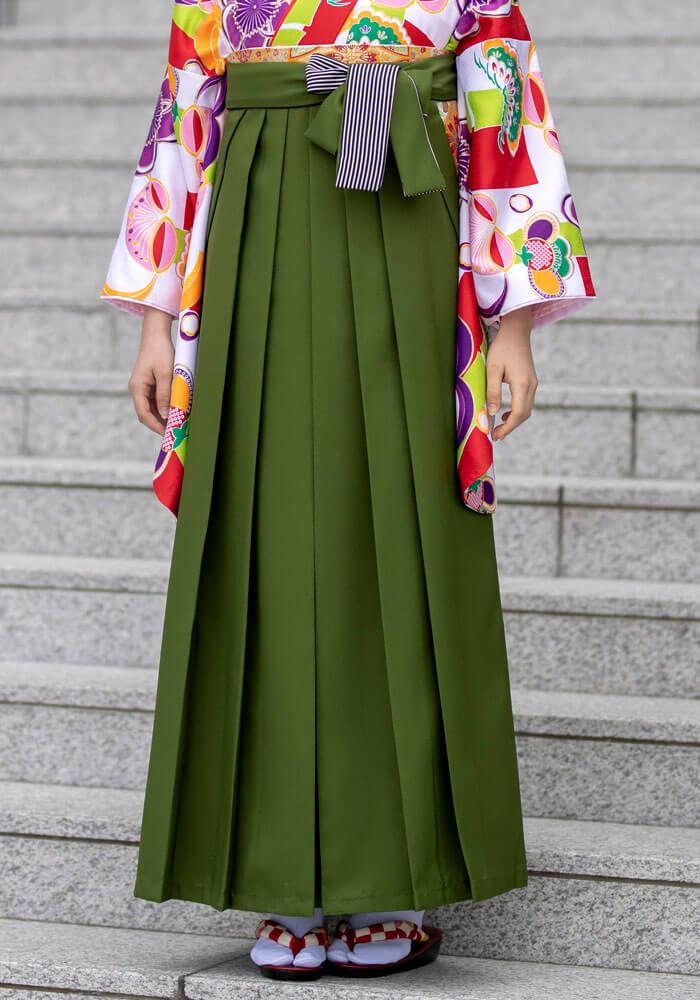 レトロな風合い漂う抹茶色のネットレンタル袴
