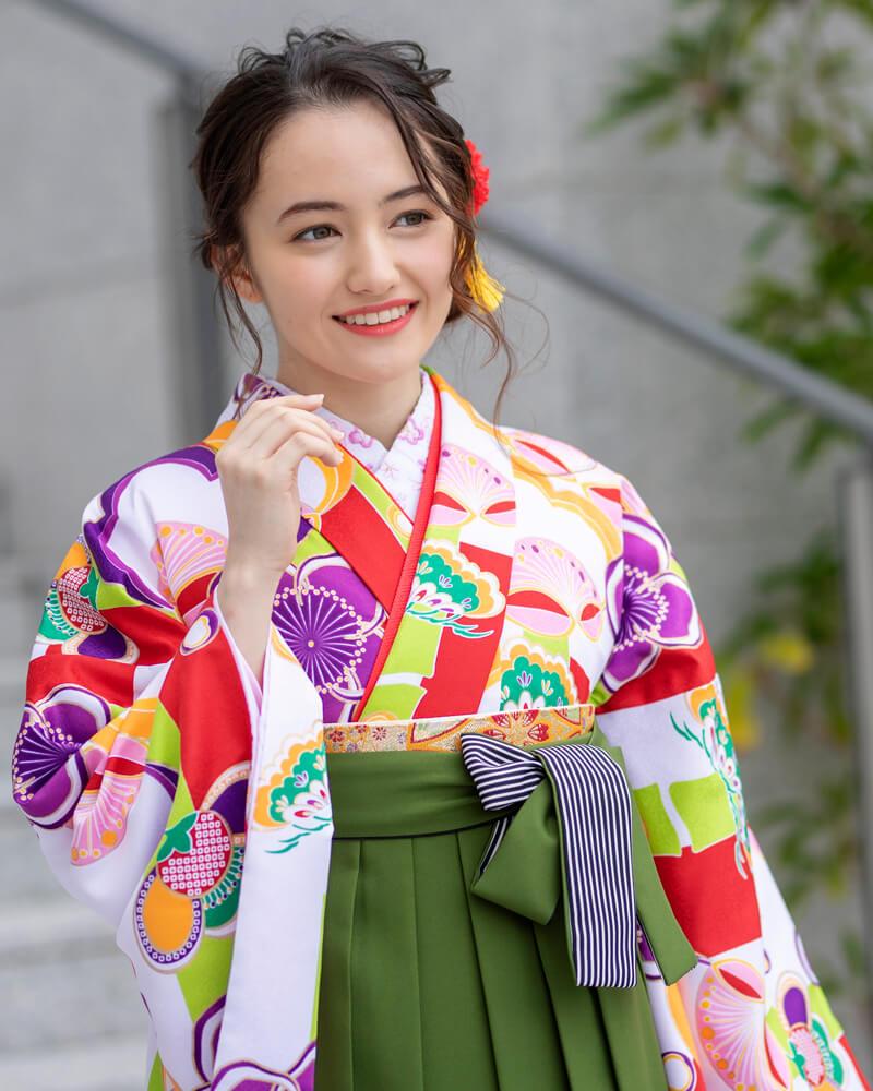 抹茶カラーの袴は和装ならではの雰囲気を演出。 京都ならではの装いに。
