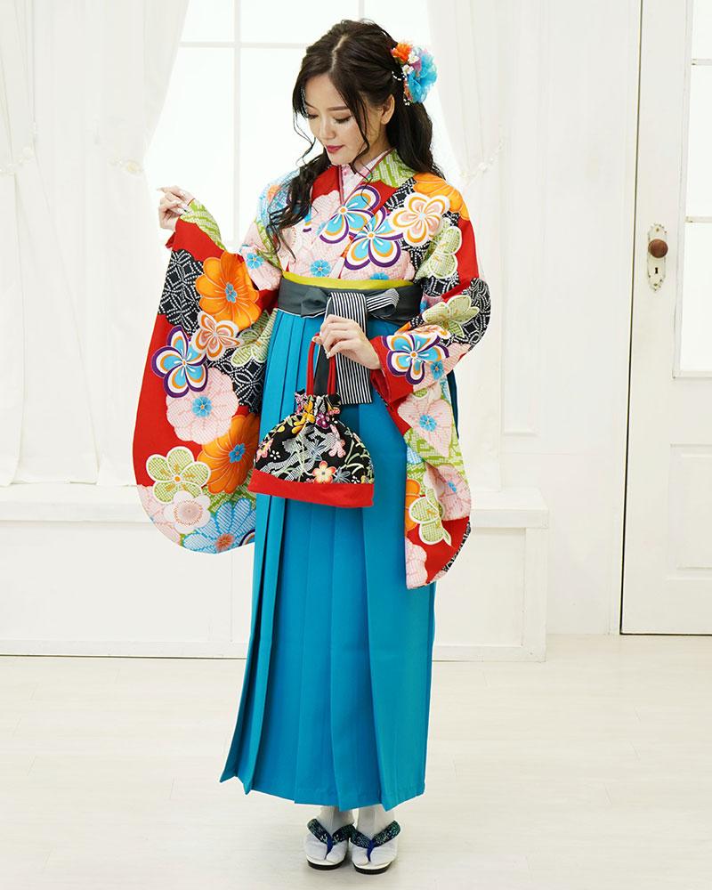 鮮やかなサイレントブルーの袴が目を惹き付けます