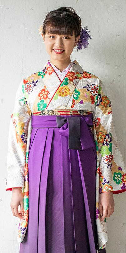 着物:クリーム扇面に流し花