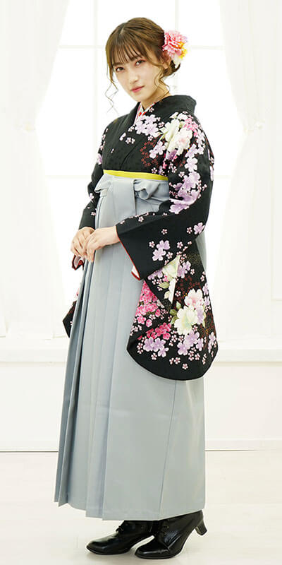 【着物】黒刺繍山桜+【袴】ホワイトグレー