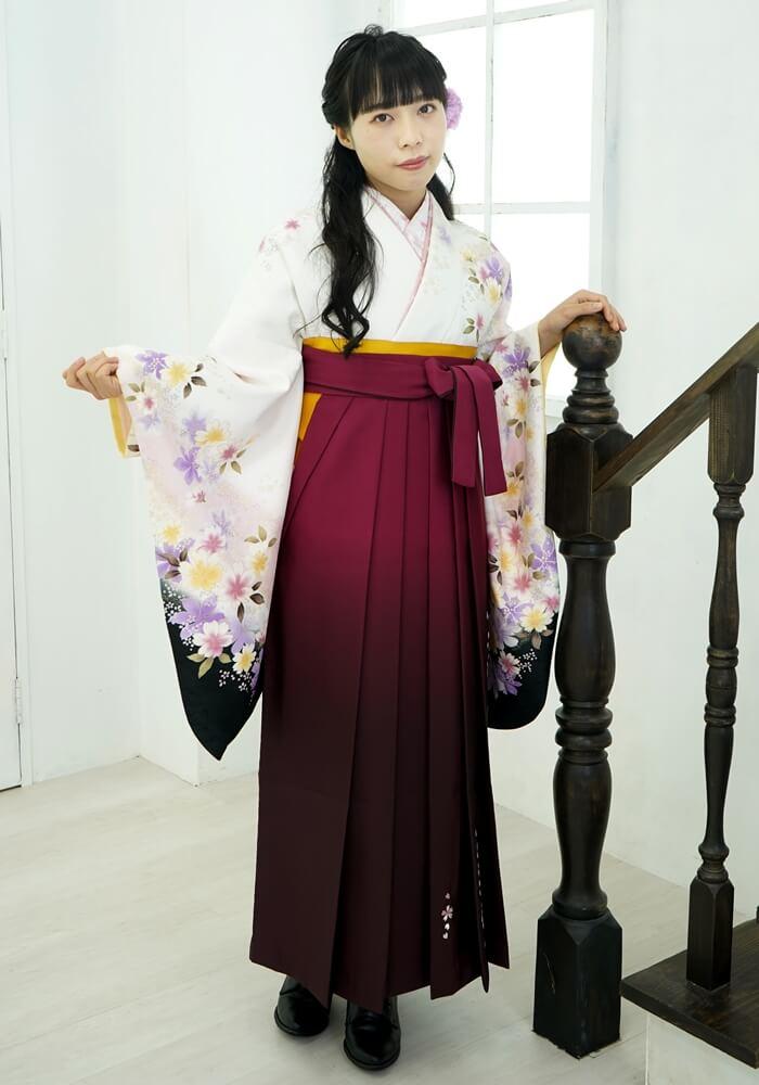 【着物】白地に黒袖サクラ+【袴】ワインボカシ手まりシシユウ