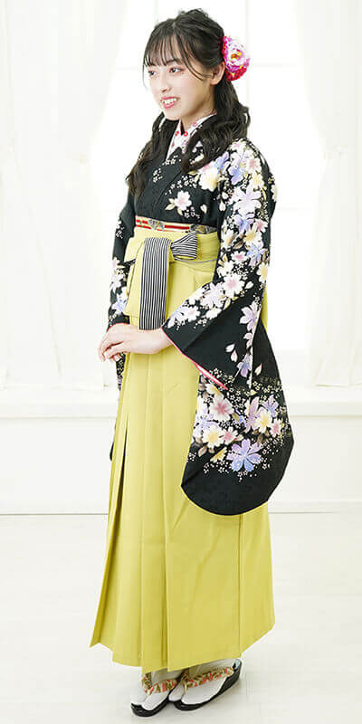 【着物】黒地袖サクラ+【袴】モスグリーンひも縞