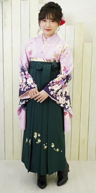 【着物】フジにコイムラサキ四季花+【袴】フカミドリシシュウ