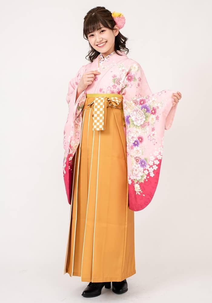 【着物】ピンクにローズ四季花+【袴】キンチャライン紐市松
