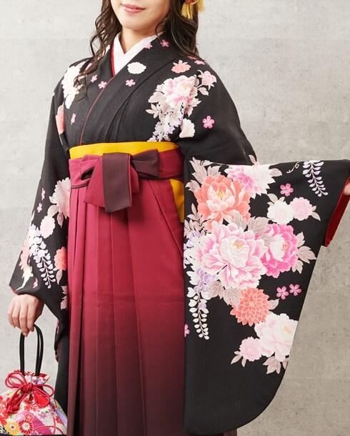 華やかな牡丹が描かれた卒業式袴