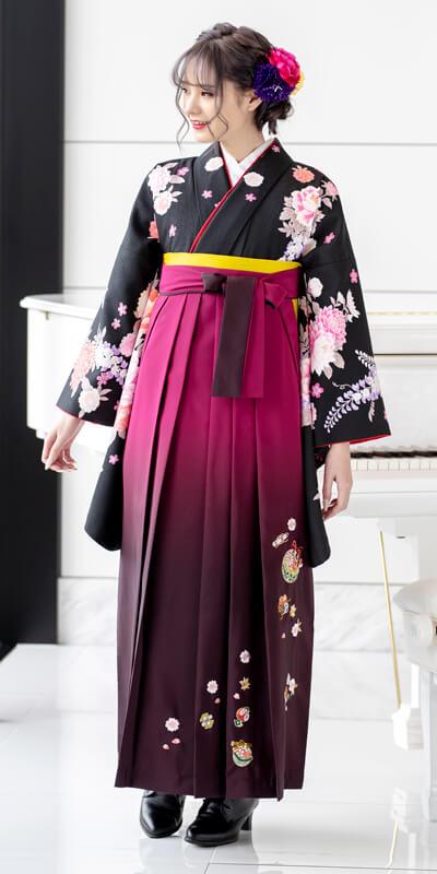 着物:白地赤縞に椿/袴:コン鈴桜