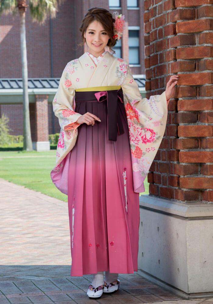 可愛いピンクの袴