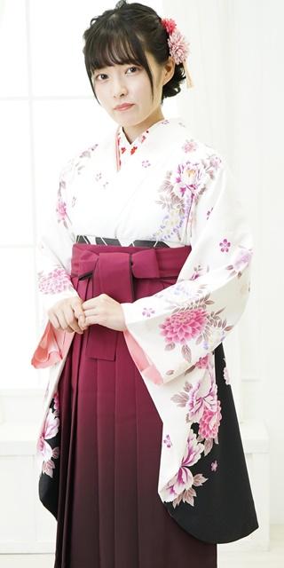 着物:白にボタンラメ刺繍