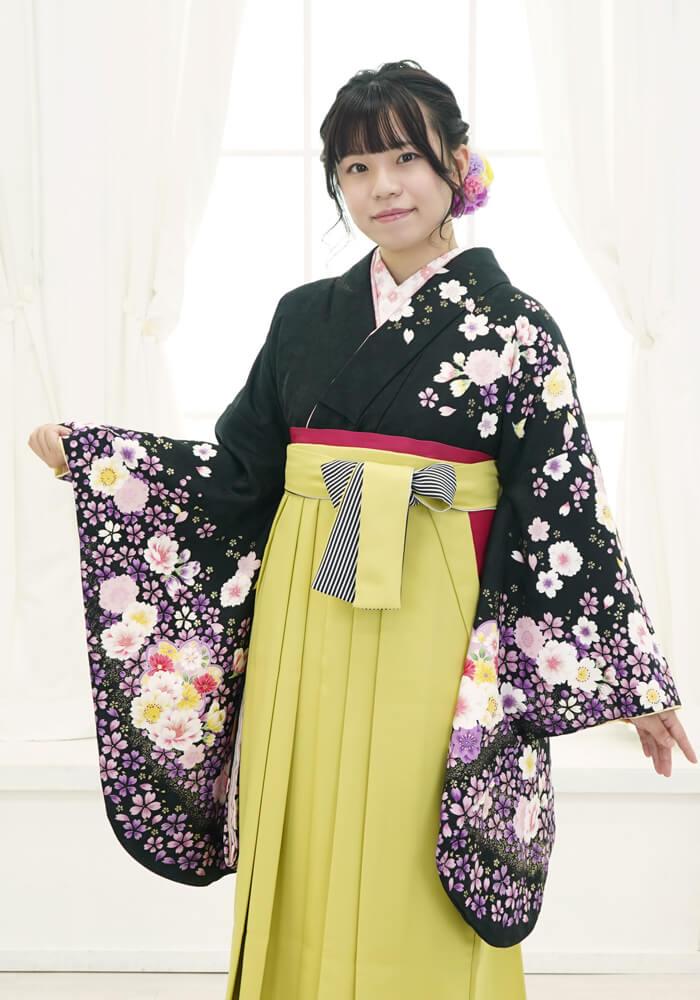 着物:黒地桜袖金ちらし