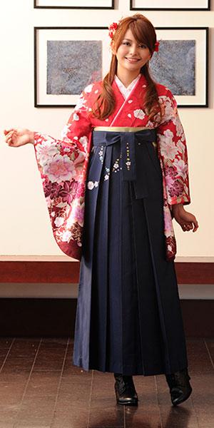 着物:赤地洋花袖ぼかし/袴:コン友チェーン桜