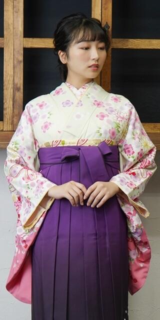着物:ウスグリーン束ね菊・桜