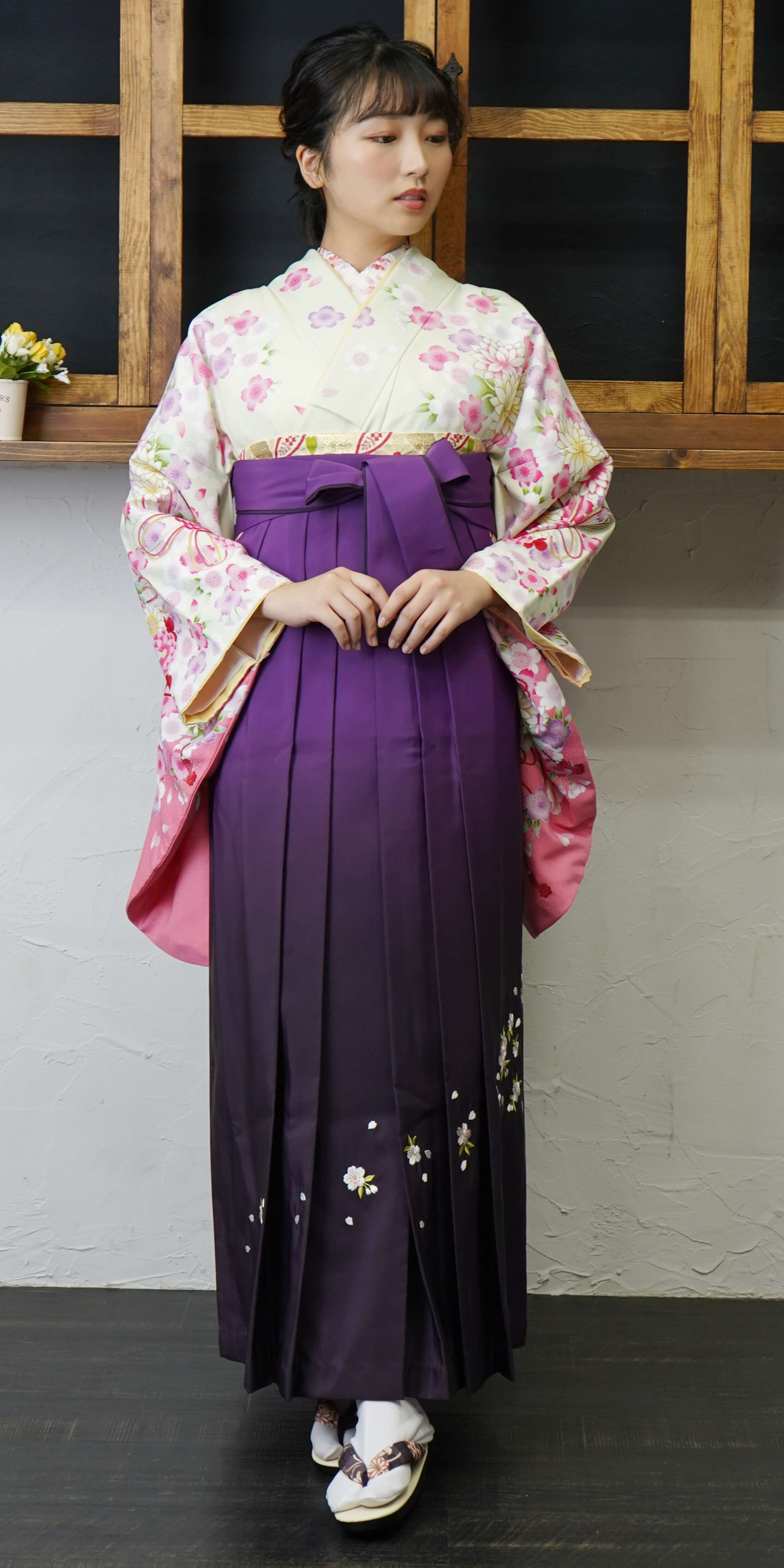 【着物】ウスグリーン束ね菊・桜+【袴】ムラサキボカシシシュウ