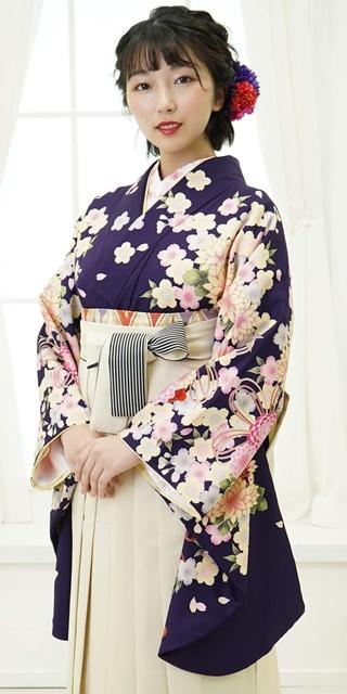 着物:ムラサキ束ね菊・桜