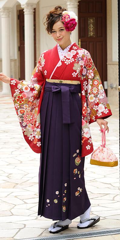 着物:アカ袖エンジ手まり菊_袴:ムラサキ鈴におしどり