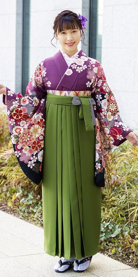 着物:ムラサキ袖黒手まり菊と袴:抹茶ひも縞