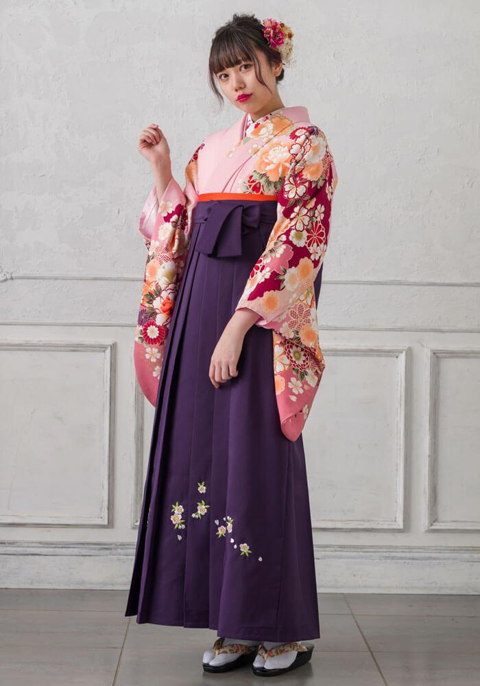 【着物】ピンクボタン袖ボカシ+【袴】ムラサキシシュウ