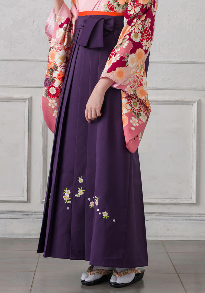 桜の刺繍が入った紫のネットレンタル袴