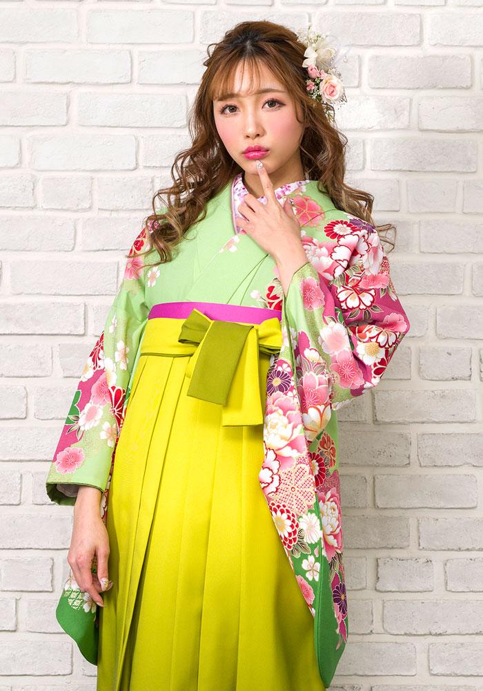 卒業式のレンタル袴をネットで注文できる緑色の着物。
