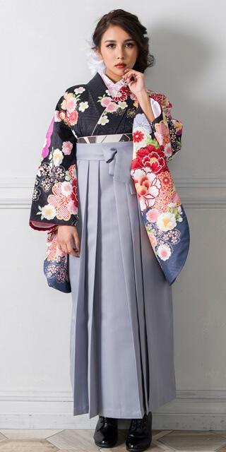【着物】クロに大花肩ムラサキ+【袴】ホワイトグレー