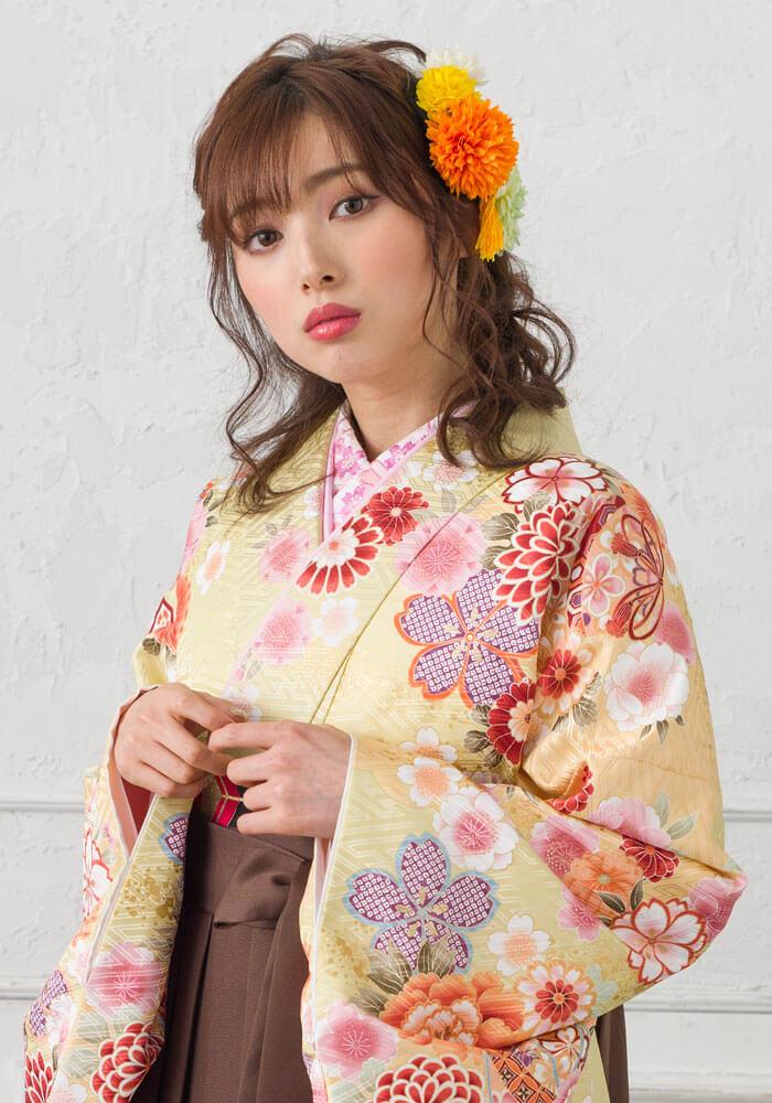 卒業式の袴に合わせる優しい黄色の着物