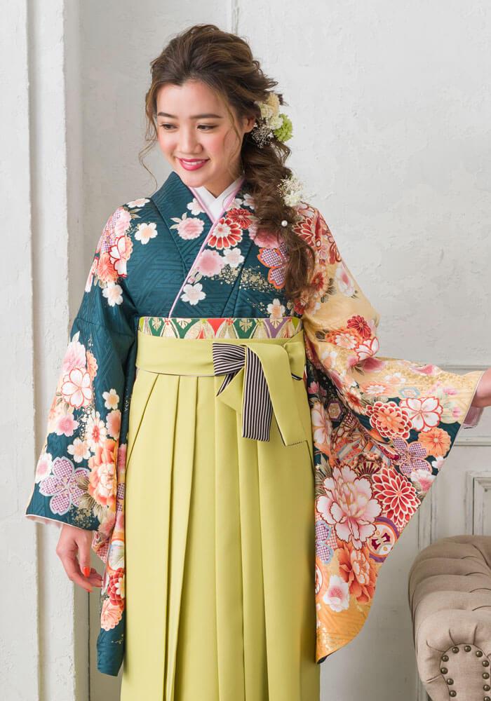 卒業式袴のネットレンタルで人気な雅な御所車が描かれた着物。