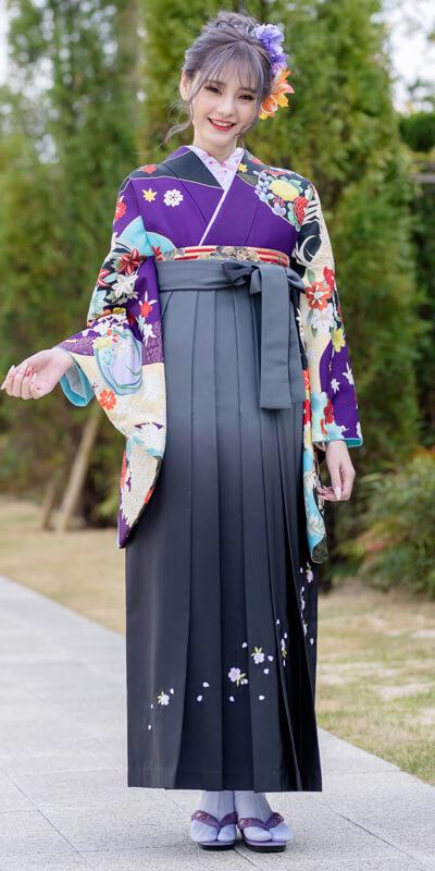 着物:ムラサキ友禅四季花/袴:グレーボカシシシュウ