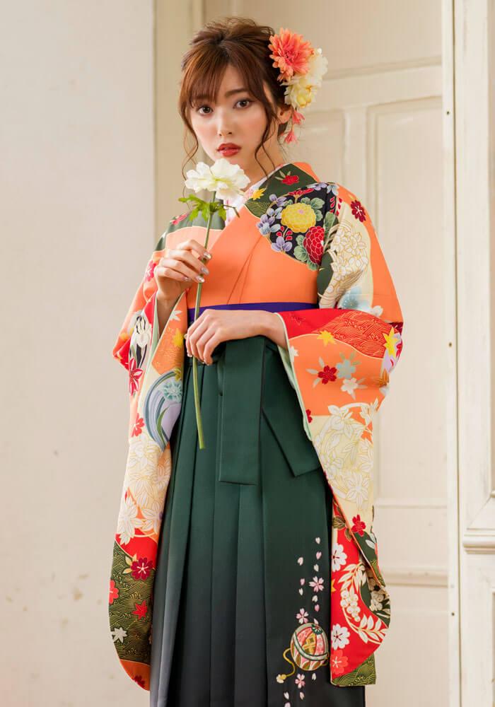 卒業式袴の宅配ネットレンタルで人気のオレンジ色の袴スタイル