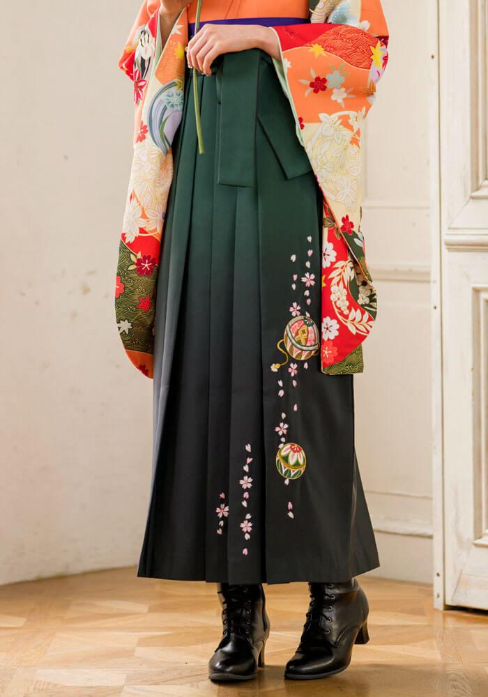 オレンジ色の着物に似合う緑色のネットレンタル袴