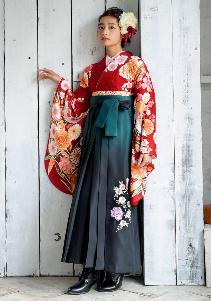 【着物】アカ桜にツル+【袴】グリーンボカシバラシシュウ