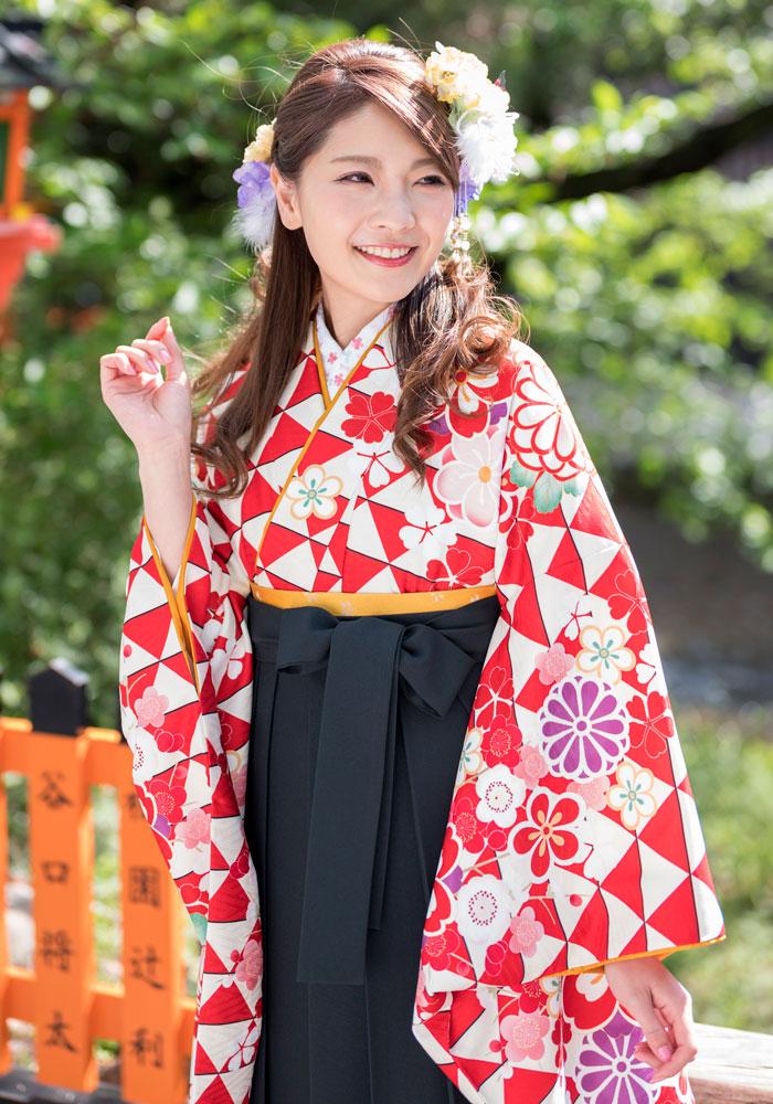袴に合わせる赤ウロコのネットレンタル袴