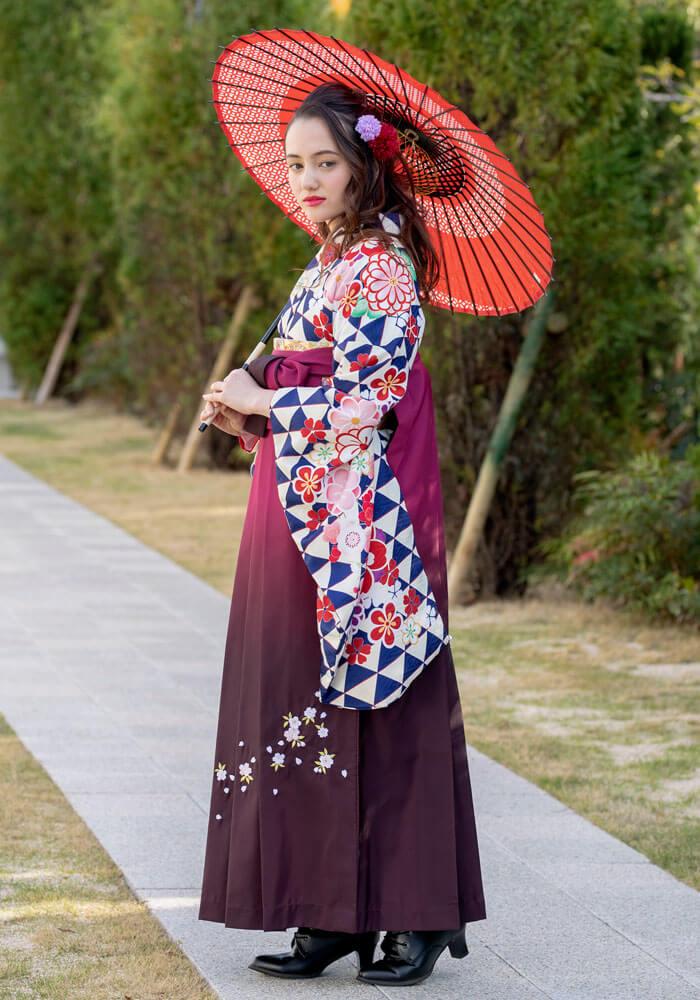 青と赤のレトロモダンな卒業式袴