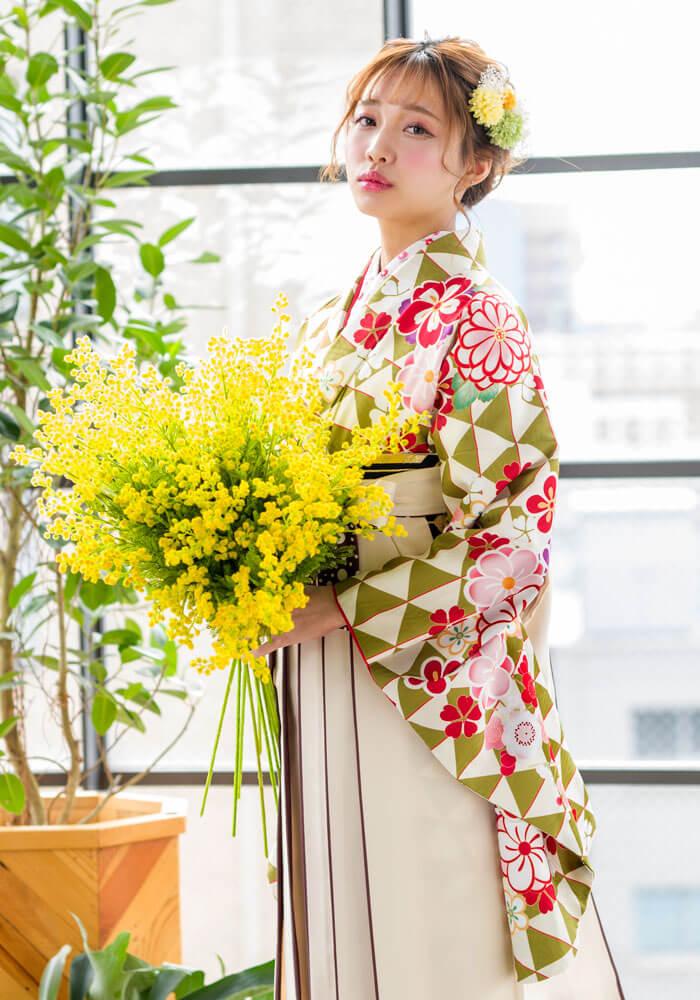 【着物】黄緑ウロコに花文様