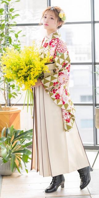 【着物】黄緑ウロコに花文様+【袴】クリームライン紐水玉 サムネイル