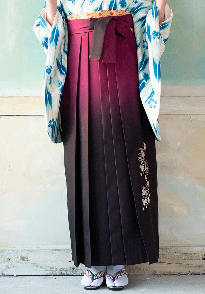 ブルー矢がすり桜の着物と合わせた赤系統の袴