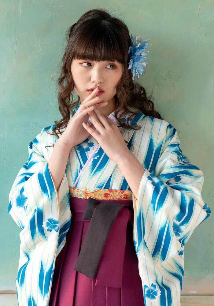 【着物】ブルー矢がすり桜のアップ写真